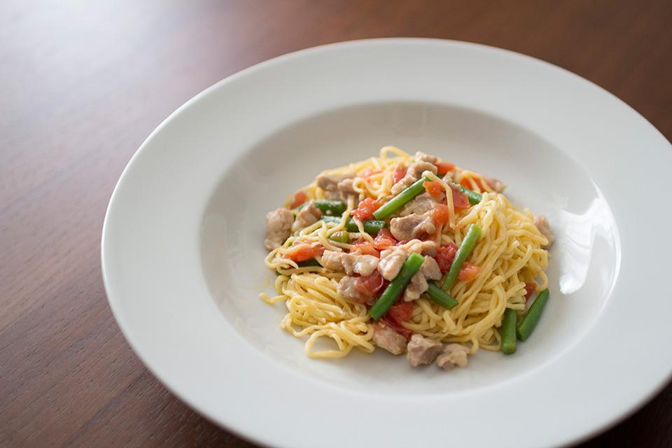 鶏肉といんげんとトマトのオイルスパゲッティ